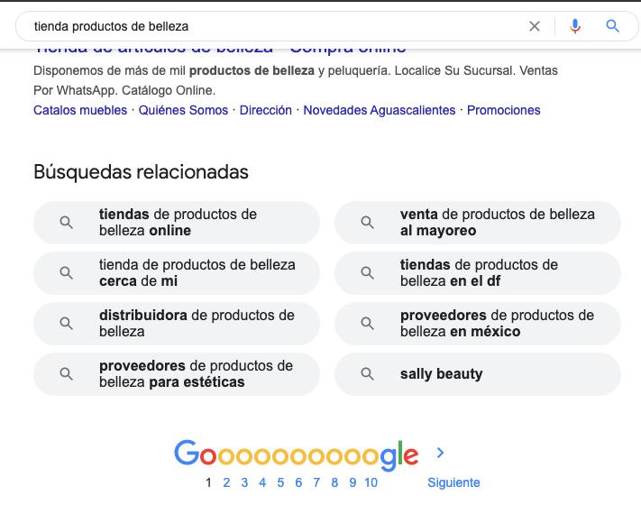 Busca palabras que describan tu negocio y observa los resultados de Google.